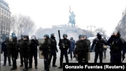حضور پلیس در خیابانهای پاریس