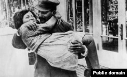 Iosif Stalin şi fiica sa Svetlana