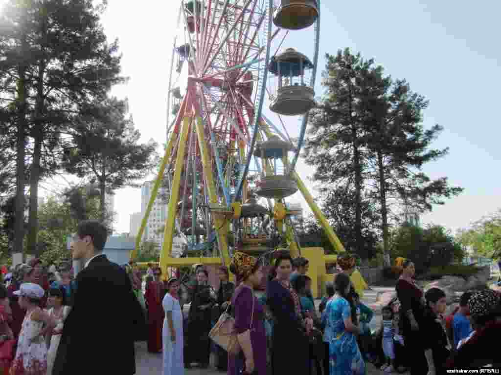"""Turkmenistan. """"Ertekiler dunyasi"""" (Disney Land) in Ashgabat"""