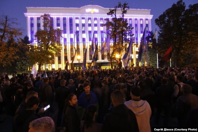 Мітингарі буля будівлі Дніпропетровської ОДА
