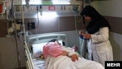 پرستاران در ایران «ناچارند علاوه بر ۱۵۰ ساعت کاری استاندارد خود، ۱۵۰ ساعت نیز به صورت اضافه کاری اجباری در بیمارستانها کار کنند».