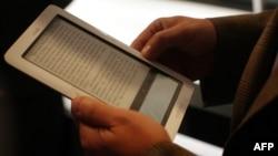 Электрондық кітаптарды оқуға арналған құрылғы. АҚШ, 20 қазан 2009 жыл.
