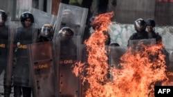 Части Национальной гвардии на уличных протестах в Венесуэле