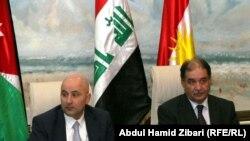 الوزيران عامر الحديدي (يمين) وسنان جلبي (يسار) يتحدثان للصحفيين في أربيل
