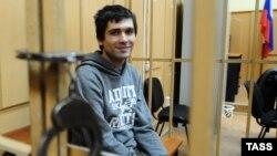 2012 йил 6 май куни Болотний майдонидаги оммавий зўравонликларда иштирок этганликда гумонланиб қўлга олинган Андрей Барабанов.