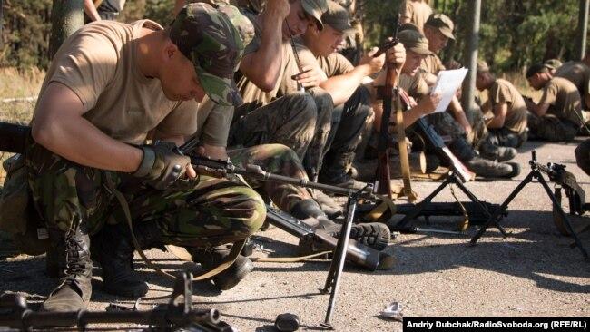 Бойцы Национальной гвардии Украины на учениях