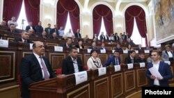 Armenia - Gyumri Mayor Samvel Balasanian (L) attends the first session of the city's municipal council, 10Oct2016.