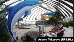 """""""Хан Шатыр"""" ойын-сауық орталығындағы аквапарк. Астана."""