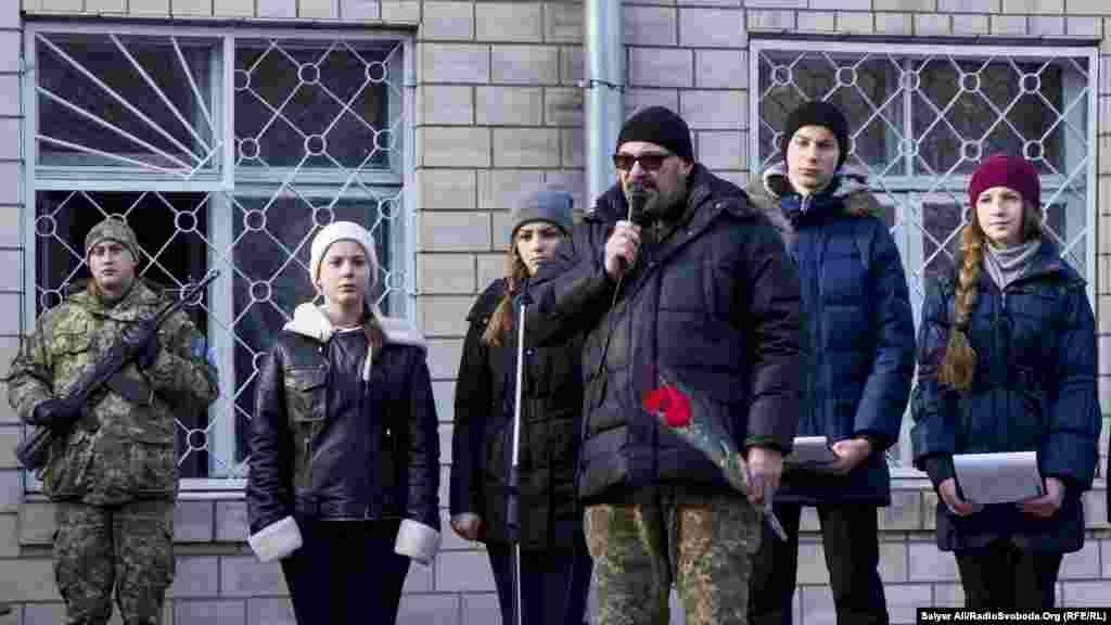 «Сепаратисти, та що там, кадрові російські військові, танкісти обстрілювали Донецький аеропорт просто для того, щоб наші солдати не могли пересуватись по будівлі. Не витримав бетон, але «кіборги» вистояли» – Валерій Логінов, побратим загиблого Андрія Гаврилюка