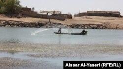 صيادون من قرية ام خشم