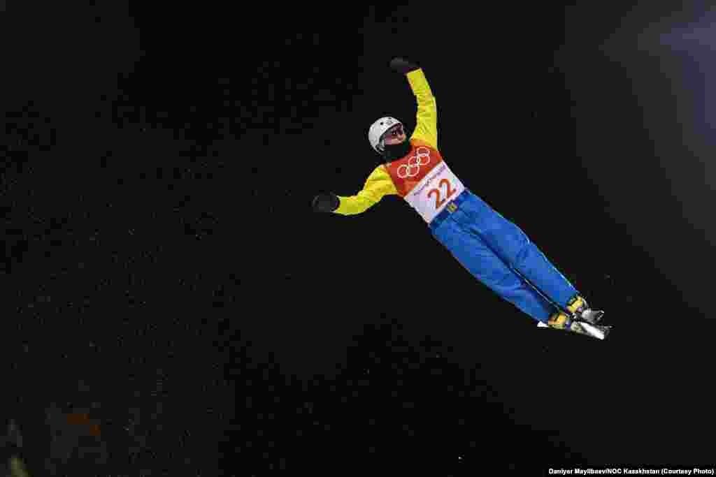 Акробатикада сынға түскен Жанбота Алдабергенова 13-орын алып, финалдан тыс қалды. Шешуші финалға 12 спортшы өтті. 15 ақпан 2018 жыл.