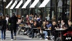 Suedi - Një ndër kafeteritë e shumta në Stockholm (Ilustrim)