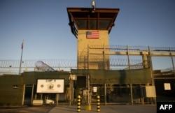 Главные ворота в тюрьму Гуантанамо на Кубе. 19 января 2012 года.