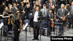 Британскиот диригент Тимоти Редмонд.