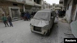 Pamje pas sulmit të djeshëm në qytetin Khan Sheikhoun në Siri
