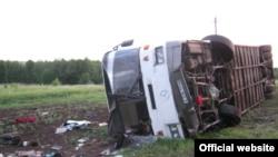 Попавший в аварию пассажирский автобус. Иллюстративное фото.