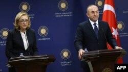 Министры иностранных дел Турции и Грузии - Мелют Чавушоглу и Тамар Беручашвили - на совместной пресс-конференции в Анкаре, 9 декабря, 2014 г․