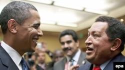 Тринидад-Тобаго - Барак Обама менен Уго Чавес саммит маалында.