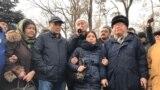 Участники протеста инициативной группы по созданию Демократической партии Казахстана на площади Астана. 22 февраля 2020 года.