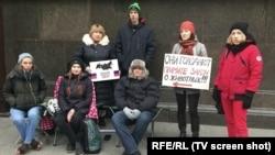 Защитники животных у здания Государственной думы в Москве, ноябрь 2017