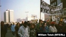 Demonstrație în Berlinul estic împotriva regimului Ceaușescu în noiembrie 1989