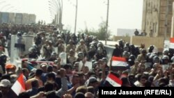 متظاهرون عراقيون في بغداد 25/2/2011