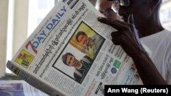 Fotografitë e dy gazetarëve të Reuters-it në ballinën e një gazete në Mianmar.