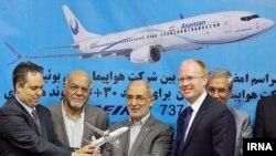 После церемонии подписания контракта о покупке иранской авиакомпанией 30 самолетов Boeing модели 737 MAX