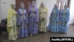 Татар бүлеге студентлары күмәк җыр башкара