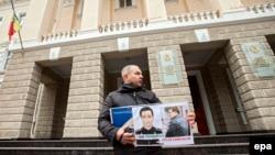 Anatol Mătăsaru, victimă a torturii după evenimentele din 7 aprilie 2009, la un protest în faţa Ministerului Afacerilor Interne, 7 aprilie 2013