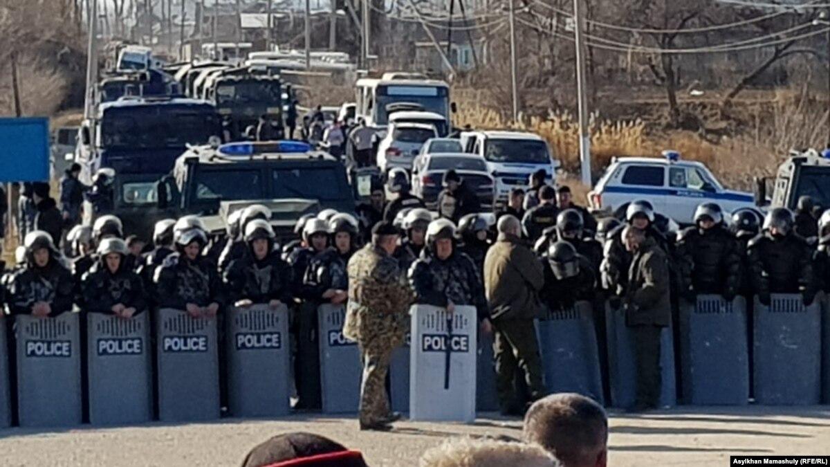 Казахстан: в месте столкновений с жертвами ввели чрезвычайное положение