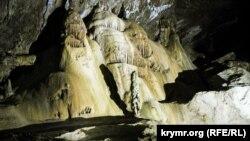 В одном из залов Мраморной пещеры, находящейся на плато Чатыр-Даг в Крыму