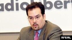 Крістофер Вокер (Christopher Walker) – віце-президент з питань стратегії та аналітики організації Freedom House