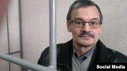 Рафис Кашаповның Казан мәхкәмәсендәге фотосы. 23 апрель, 2015