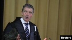 Генералниот секретар на НАТО Андерс Фог Расмусен во Букурешт