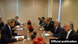 Poland - U.S. Secretary of State John Kerry meets with Armenian President Serzh Sarkisian in Warsaw, 8Jul2016.