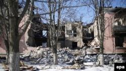 Debaltseve yaxınlığında dağıdılmış evlər