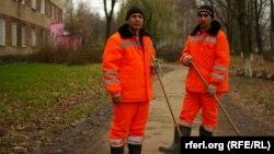 Трудовые мигранты из Узбекистана, трудящиеся в Московской области, архивное фото.