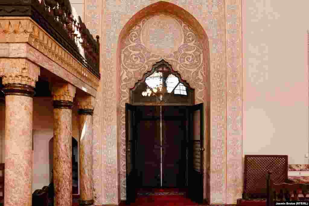 Zatvorena ulazna vrata Begove džamije, Sarajevo, 23. april, 2020.