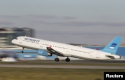 The Metrojet Airbus A321 with registration number EI-ETJ that crashed in Egypt's Sinai Peninsula takes off from Moscow's Domodedovo airport on October 20.