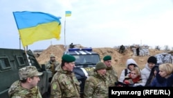 Украинские пограничники на админгранице с Крымом