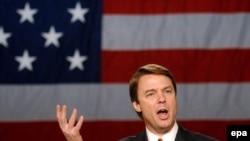 Джон Эдвардс созвал пресс-конференцию, чтобы сообщить стране о том, что у его жены - рецидив рака груди