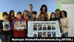 Матери пропавших без вести или захваченных в плен украинских солдат и польский волонтер