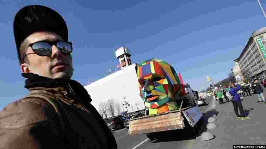 ГОГОЛЬFEST засновано у 2007 році завдяки приватній ініціативі режисера та керівника Центру сучасного мистецтва «Дах» Владислава Троїцького