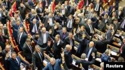 Депутати з тодішньої більшості голосують у Верховній Раді, 16 січня 2014 року