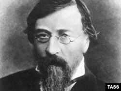 Nikolay Çernışevski ixtisasca müəllim olub.