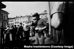 Ленинградец с кружкой напитка. 1974 год.
