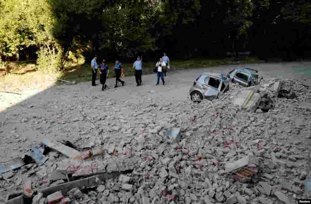 Pamje nga dëmet e shkaktuara nga tërmeti.