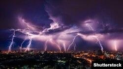 У Києві та Київській області 27 червня очікують грозу, град, порви вітру та шквали 25-28 метрів на секунду