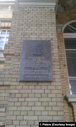 Памятная доска Й. Норейке в Вильнюсе